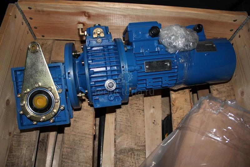 Мотор редуктор привода конвейера на ленте транспортера лежит груз изобразите силы действующие на груз при равномерном